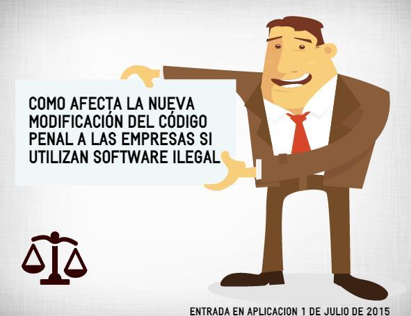 Profesional mostrando cartel con información de la nueva ley del código penal si se utiliza software ilegal.